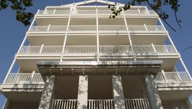 樂羅莎套房酒店 - 里米尼 - 里米尼 - 建築