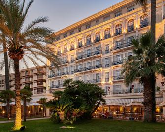 Hôtel Vacances Bleues Royal Westminster - Menton - Bygning