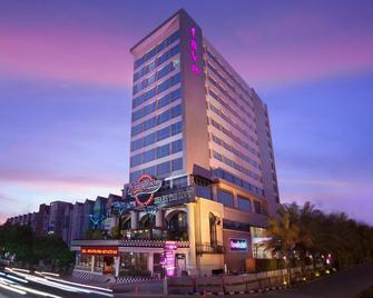 Favehotel Solo Baru - Surakarta City - Building