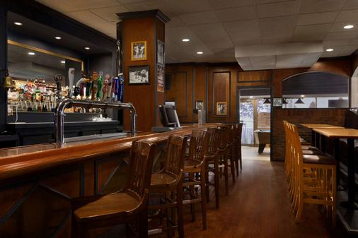 Travelodge by Wyndham Toronto East - Toronto - Bar