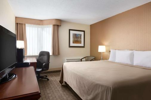 Travelodge by Wyndham Toronto East - Toronto - Bedroom