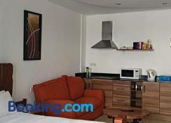 Cowrie Beach Studio Apartment - Mombasa - Pokój dzienny