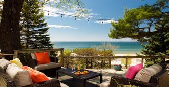 Looking Glass Beachfront Inn - Grand Haven - Balcón