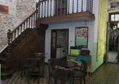 El Viajero Colonia Hostel & Suites - Colonia
