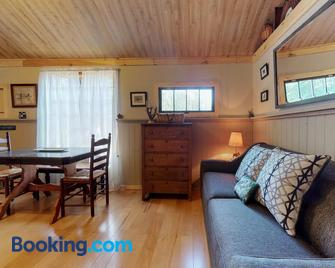The Cabin at Fryeburg - Fryeburg - Living room