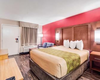 Econo Lodge - Walterboro - Bedroom