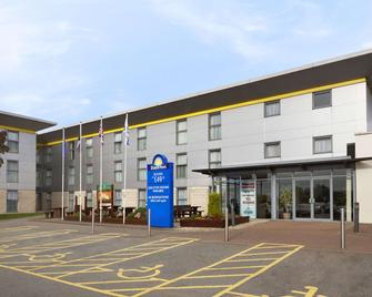 Days Inn by Wyndham Leicester Forest East M1 - Leicester - Building