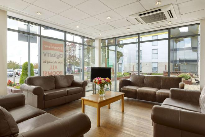 Days Inn by Wyndham Leicester Forest East M1 - Leicester - Lounge