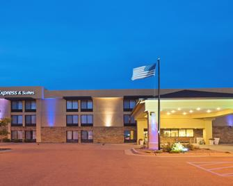 Holiday Inn Express Hotel & Suites Colby - Colby - Byggnad