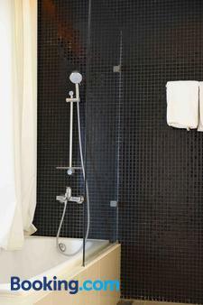Yunna Hotel - Bandar Lampung - Bathroom