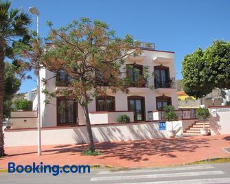 Hotel-Apartamento Carolina y Vanessa - San José - Building
