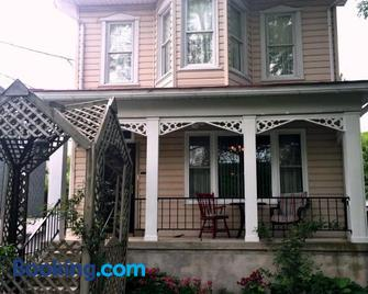Hillcrest Bed and Breakfast - Jim Thorpe - Building
