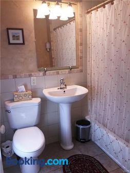 Hillcrest Bed and Breakfast - Jim Thorpe - Bathroom
