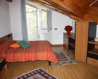 Residence Casa Monica - Commezzadura - Bedroom