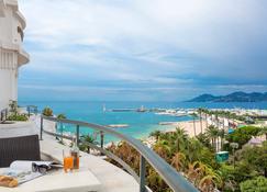 Hôtel Barrière Le Majestic Cannes - คานส์ - ระเบียง