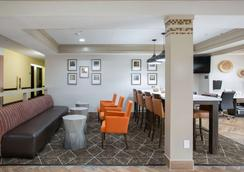 Best Western Plus Addison/Dallas Hotel - Addison - Σαλόνι