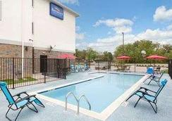 Baymont by Wyndham College Station - College Station - Pool