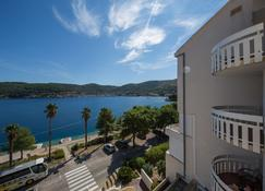 Hotel Issa - Vis - Outdoors view