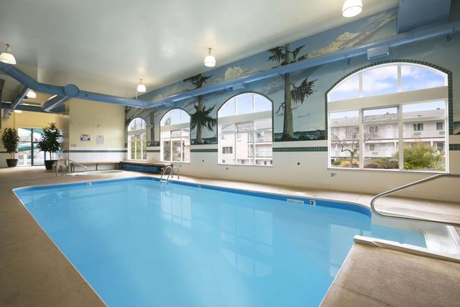 Ramada Limited Merritt - Merritt - Pool
