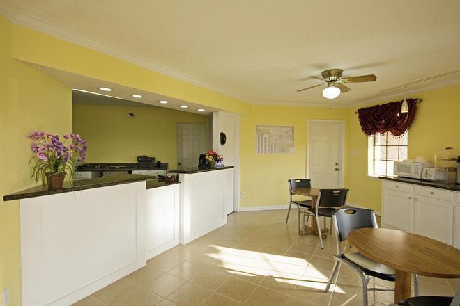 Americas Best Value Inn Pryor - Pryor - Front desk