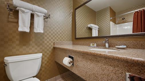 Best Western De Anza Inn - Monterey - Bathroom