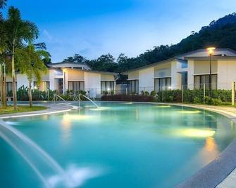 Suria Hot Spring Resort Bentong - Bentong - Pool