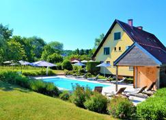 Hôtel Aux Chants Des Oiseaux - Obernai - Pool