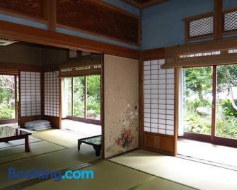 Guesthouse Higashi Fujitatei - Shin'onsen - Wohnzimmer