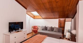 Fonte Branca Guest House - Braga - Wohnzimmer