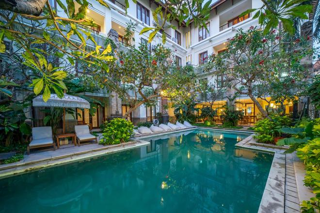 Sara Residence by Nakula - Kuta - Bể bơi