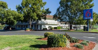 Motel 6 Turlock - Turlock - Gebäude