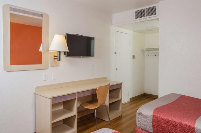 Motel 6 Turlock - Turlock - Makuuhuone