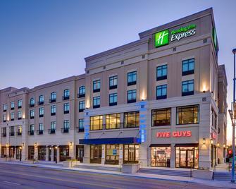 Holiday Inn Express & Suites Kansas City KU Medical Center - Kansas City - Building