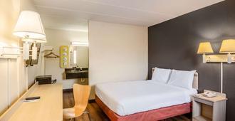 Rodeway Inn - Dubuque - Bedroom