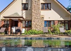Eagle Wind Manor - Durban - Building