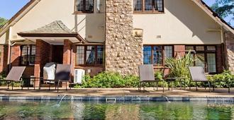 Eagle Wind Manor - Durban - Building