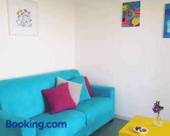 Appartamenti Vacanze Villa Meo - Villafranca Tirrena - Wohnzimmer