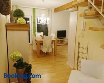 Ferienwohnung zur Himmelsscheibe - Querfurt - Living room