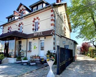 Logis Hôtel Du Dauphin - Salbris - Gebouw