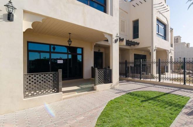 Roda Beach Resort - Dubai - Building