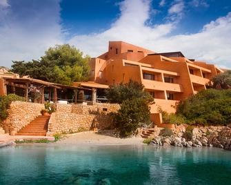 Hotel Cala Lunga - Ла-Маддалена - Здание