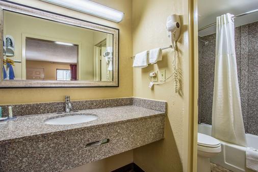 Quality Inn - Bowling Green - Phòng tắm