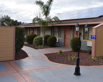 Best Western Big Country Inn - Coalinga - Gebouw