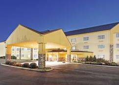 La Quinta Inn Suites by Wyndham Knoxville Airport - Alcoa - Rakennus