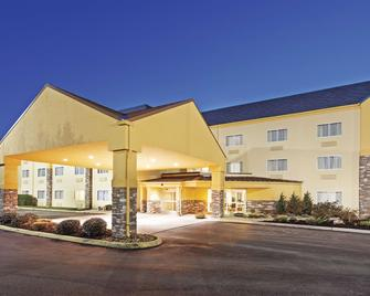 La Quinta Inn Suites by Wyndham Knoxville Airport - Alcoa - Gebäude