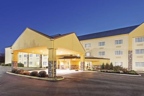 La Quinta Inn Suites by Wyndham Knoxville Airport - Alcoa - Rakennus