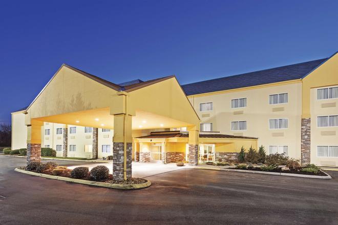 La Quinta Inn Suites by Wyndham Knoxville Airport - Alcoa - Edificio