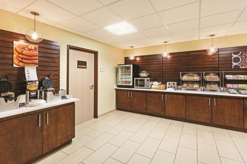 La Quinta Inn Suites by Wyndham Knoxville Airport - Alcoa - Buffet