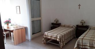 Santa Maria Maddalena - Naples - Bedroom