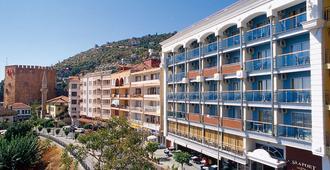 Quattro City Seaport Hotel - אלניה - בניין